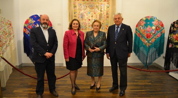 La Fundación Cámara de Sevilla acoge una exposición de Mantones de Manila de la diseñadora Ángeles Espinar
